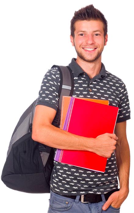 Jeune étudiant tenant des cahiers